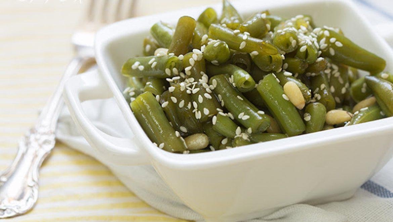 מפנקת: שעועית ירוקה בדבש וצנוברים